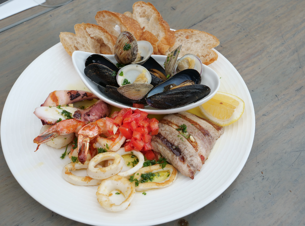 seafood platter  - Seafood as a Substitute for Red Meat
